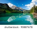 Постер, плакат: Boat on Emerald Lake