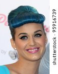 Постер, плакат: Katy Perry celebrates the