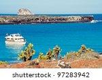 Tourist Boat Visits South Plaz...