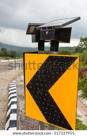 .As signs mounted on the curved road is dangerous and can drive down the street to install . To remind , at night , the sensors to turn - turn off at night . And use of solar energy - stock photo