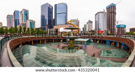 CHENGDU, SICHUAN/CHINA-MAY 13: Street scenery on May 13, 2016 in Chengdu, Sichuan, China.