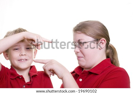 2 children pointing at each other