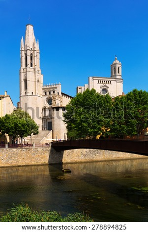 Collegiate Church of Sant Feliu and Gothic Cathedral from Onyar. Girona, Catalonia, Spain