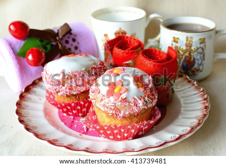 Cupcake decorated with flower on the vintage plate