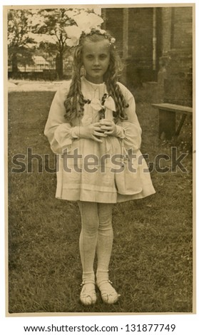CZECHOSLOVAK REPUBLIC, CIRCA 1963 - An young girl with long hair - circa 1963