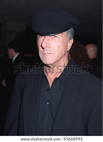 "17DEC97:  Actor DUSTIN HOFFMAN at premiere of his new movie ""Wag the Dog"" in Los Angeles."