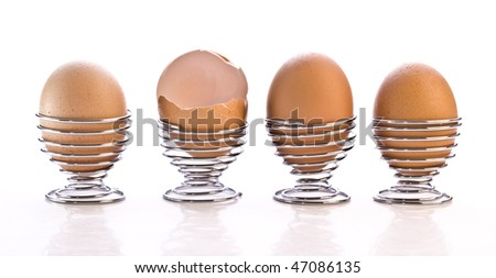 4 Eggs in cups