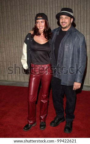 "03FEB2000:  ""American Pie"" star SHANNON ELIZABETH & fiance JOSEPH D. REITMAN at the world premiere, in Los Angeles, of ""Scream 3.""  Paul Smith / Featureflash"