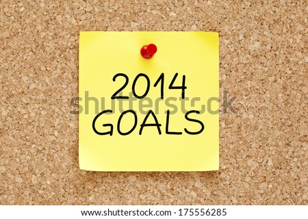 2014 Goals on yellow sticky note pinned with red push pin on cork board.