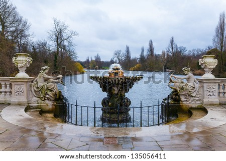"""""""Italian gardens"""" in London, with fountains and statues - stock photo"""