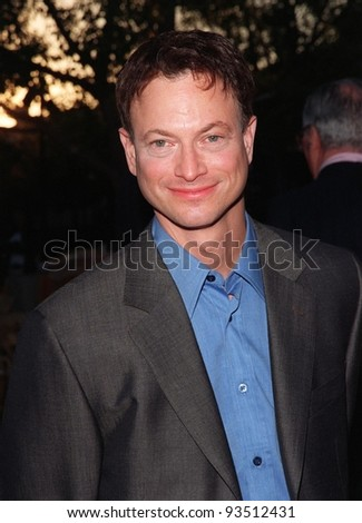 """30JUL98:  Actor GARY SINISE at the Hollywood premiere of his new movie, """"Snake Eyes,"""" in which he stars with Nicolas Cage. - stock photo"""