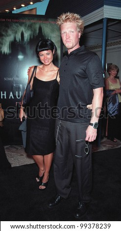 "20JUL99: Actor JAKE BUSEY & girlfriend KIMBERLY THORPE at the premiere of ""The Haunting"" in Los Angeles.  Paul Smith / Featureflash"
