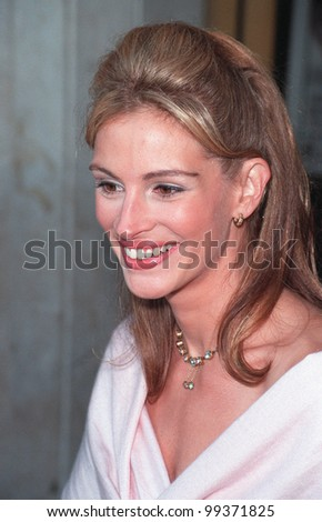 """25JUL99: Actress JULIA ROBERTS at the Los Angeles premiere of her new movie """"Runaway Bride""""  in which she stars with Richard Gere.       Paul Smith / Featureflash - stock photo"""