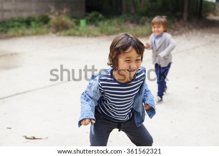 little boys playing statues outdoor, childhood activities