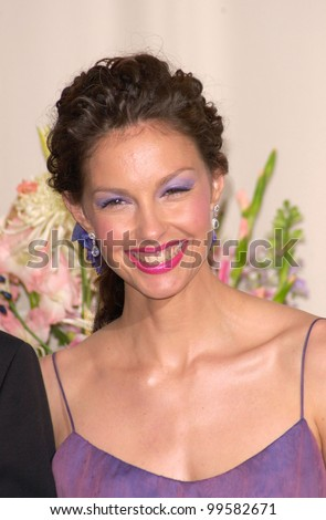 26MAR2000:  Actress ASHLEY JUDD at the 72nd Academy Awards.  Paul Smith / Featureflash
