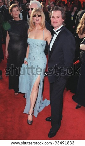 21Mar99  Actress GOLDIE HAWN & actor boyfriend KURT RUSSELL at the 71st Academy Awards.  Paul Smith / Featureflash