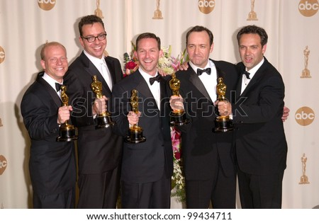 "26MAR2000:  ""American Beauty"" producer BRUCE COHEN (left), writer ALAN BALL, producer DAN JINKS, actor KEVIN SPACEY & director SAM MENDES at the 72nd Academy Awards.  Paul Smith / Featureflash"