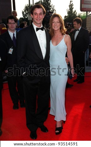 "08MAR98:  ""ER"" star NOAH WYLE & wife at the Screen Actors Guild Awards in Los Angeles."