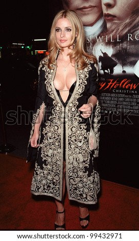 "17NOV99:  Actress LISA MARIE at the world premiere, in Hollywood, of ""Sleepy Hollow"" in which she stars with Johnny Depp & Christina Ricci.  Paul Smith / Featureflash - stock photo"