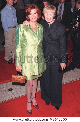 "02NOV98:  Actresses JoBETH WILLIAMS (left) & GLENN CLOSE at the 15th anniversary Hollywood re-premiere of their movie ""The Big Chill."""