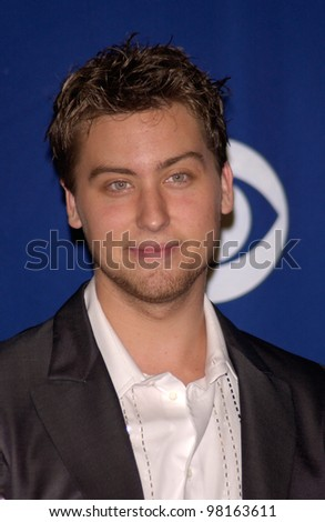 *NSYNC star LANCE BASS at the 28th Annual People's Choice Awards in Pasadena. 13JAN2002.  Paul Smith/Featureflash - stock photo