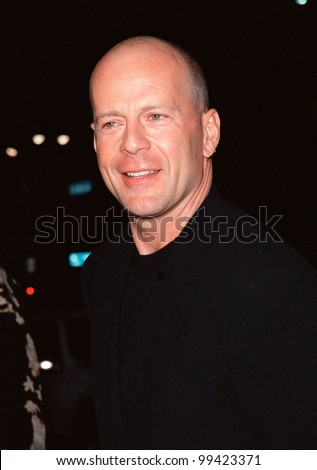 "13OCT99:  Actor BRUCE WILLIS at the Los Angeles premiere of ""The Story of Us"" in which he stars with Michelle Pfeiffer.  Paul Smith / Featureflash"