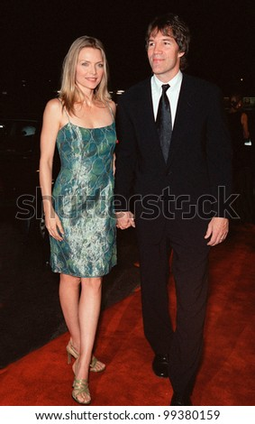 """13OCT99:  Actress MICHELLE PFEIFFER & producer husband DAVID E. KELLEY at the Los Angeles premiere of """"The Story of Us"""" in which she stars with Bruce Willis.  Paul Smith / Featureflash - stock photo"""