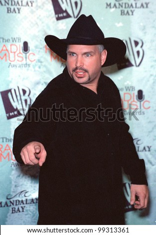 28OCT99:  Country star GARTH BROOKS at The WB Radio Music Awards at the Mandalay Bay Resort & Casino, Las Vegas.  Paul Smith / Featureflash