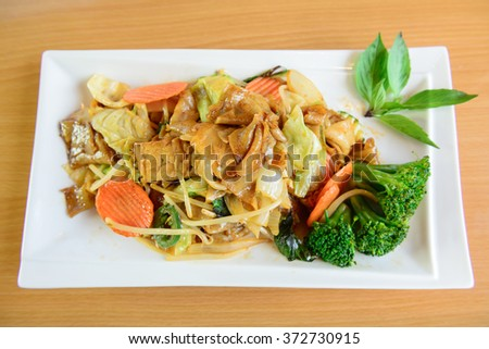 """Pad Kee Mao"" drunken noodle thai dish with beef and mixed vegetable - stock photo"