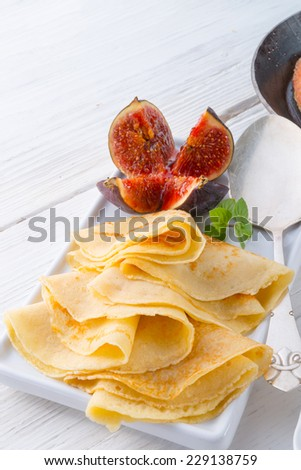 pancakes with figs and cherries