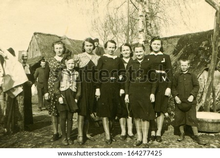 POLAND - CIRCA FORTIES: vintage photo of farmers unidentified family, Poland, circa forties