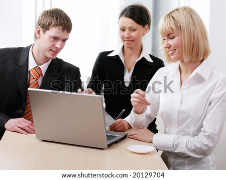 : Portrait of businesspeople looking at the monitor of laptop