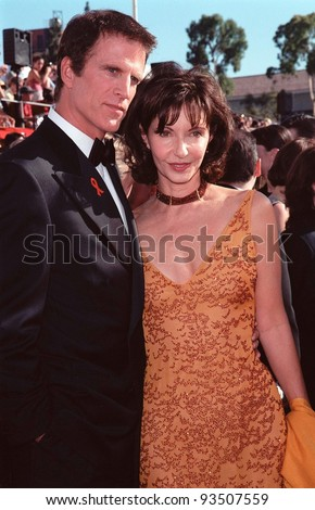 12SEP99: Actor TED DANSON & actress wife MARY STEENBURGEN at the 51st Annual Emmy Awards in Los Angeles.  Paul Smith / Featureflash