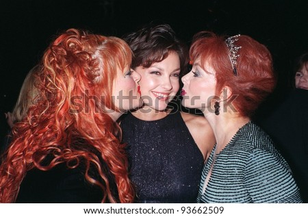 30SEP97:  Actress ASHLEY JUDD (center) with sister WYNONA JUDD & mother NAOMI JUDD at the premiere of her new movie, Kiss The Girls, at Paramount Studios in Hollywood.