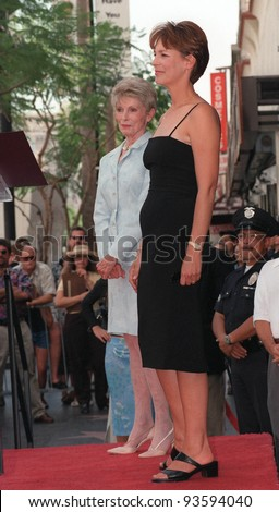 03SEP98: Actress JAMIE LEE CURTIS & actess mother JANET LEIGH on Hollywood Boulevard where Curtis was honored with the 2,116th star on the Hollywood Walk of Fame.