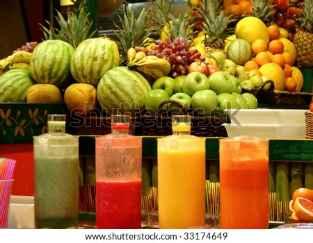 shop a bar on preparation and sale of natural fruit juices on eyes at the client. barcelona spain
