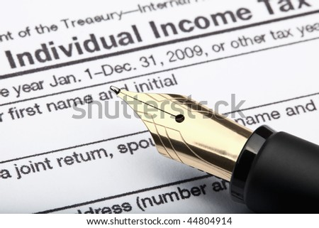 1040 u.s. individual income tax return form and fountain pen