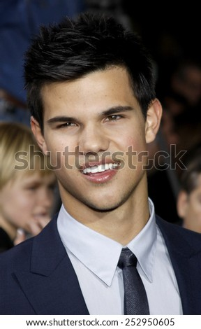 "16/11/2009 - Westwood - Taylor Lautner at the Los Angeles Premiere of ""The Twilight Saga: New Moon"" held at the Mann Village Theater in Hollywood, California, United States."