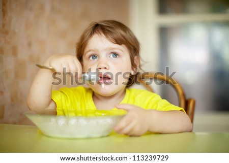 2 years child himself eats dairy  with spoon