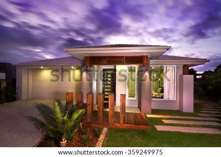 Fence Around House Banco De Imagens Fotos E Vetores Livres De