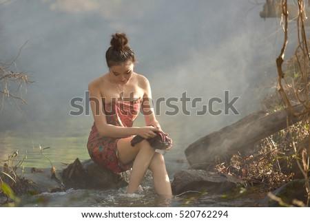 Женщина на речке