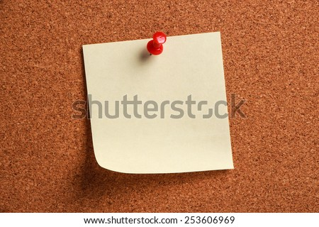 A blank note is pinned to a cork board.