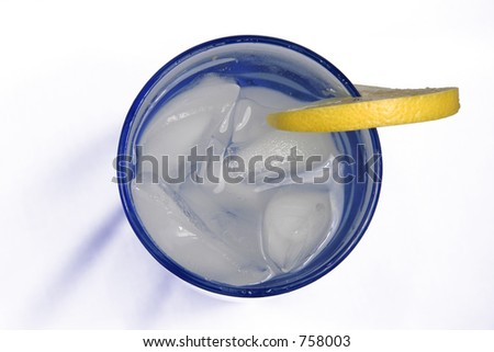 A blue glass of ice water with a piece of lemon