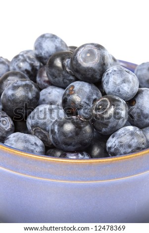 A bowl full of ripe blueberries