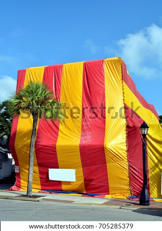 A building in Key West Florida covered with a canvas tent for termite fumigation & Fumigation Tent Stock Images Royalty-Free Images u0026 Vectors ...