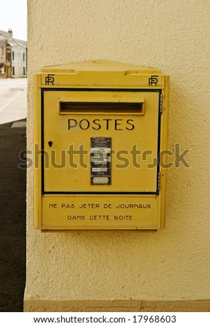 A classic and typical French post box