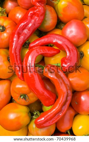 A close up of the red peppers (chili) and tomatoes.