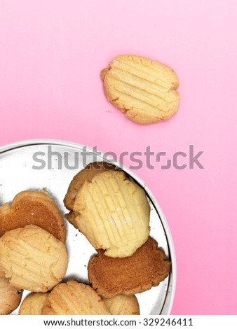 A close up photo of a biscuit tin