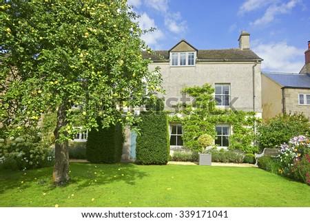 Traditional English Village House Beautiful Garden Stock Photo 133457975 Shutterstock