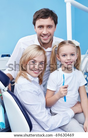 A family with a child in the dental clinic